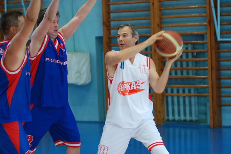 Игорь Гринберг продолжает поддерживать себя в отличной спортивной форме.