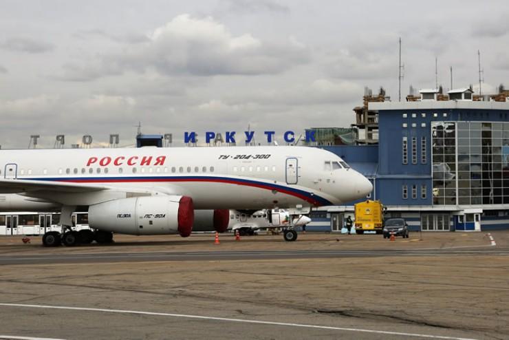 Иркутский аэропорт принимает сегодня все типы воздушных судов, кроме грузовых самолётов, которые, к слову, ничем не отличаются от пассажирских — разве что у них нет иллюминаторов