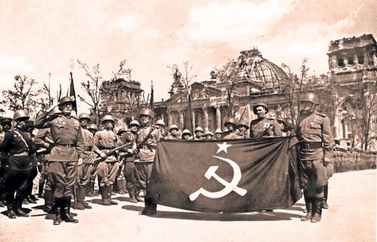 Рейхстаг — укрепрайон в центре Берлина, обороняемый отборными частями СС и морской пехотой, был взят Красной армией за три дня.