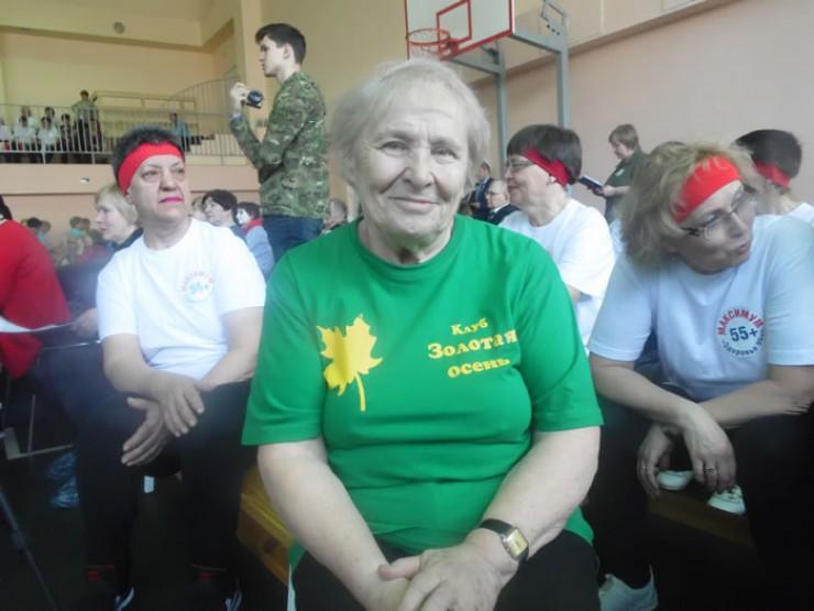 Людмила Андреевна Рычкова живет в Октябрьском округе. Она уже несколько лет на пенсии, но скучать не приходится — дважды в неделю занятия физкультурой в группе здоровья, а еще походы в музеи и театры с участницами группы