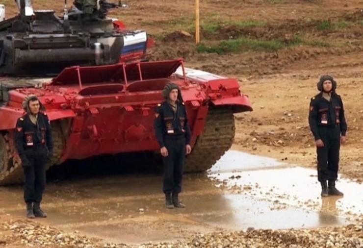 Танкисты из Бурятии стали первыми в индивидуальных гонках среди вторых экипажей первого дивизиона на танковом биатлоне.