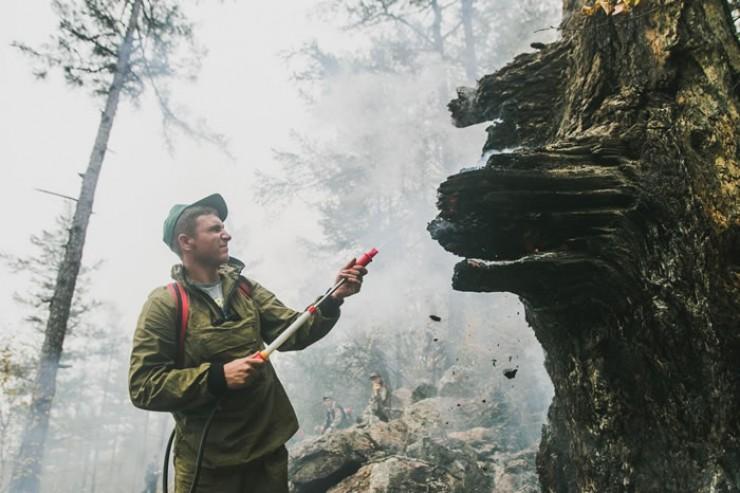 Конец лета 2015 года выдался в Приангарье весьма жарким. Первые бойцы только-только созданного добровольческого отряда «15.08» постигали премудрости пожарного дела  в условиях, приближенных к боевым