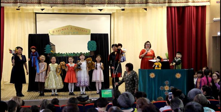 Выступления кукольного театра «В гостях у веселой Сэсэгмы» всегда проходят саншлагом. Артистов любят и дети, и взрослые.