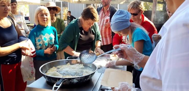 Свежие, экологически чистые продукты, местные повара, готовые делиться знаниями... Образцово-показательные хушууры получились даже у тех, кто редко стоит у плиты.