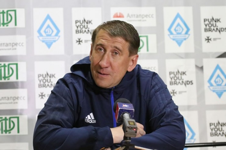 Олег Яковлев всю профессиональную карьеру провел в иркутской «Звезде». В период с 1991 по 2006 год сыграл 377 игр, забил 41 гол. Сейчас – тренер иркутского «Зенита».