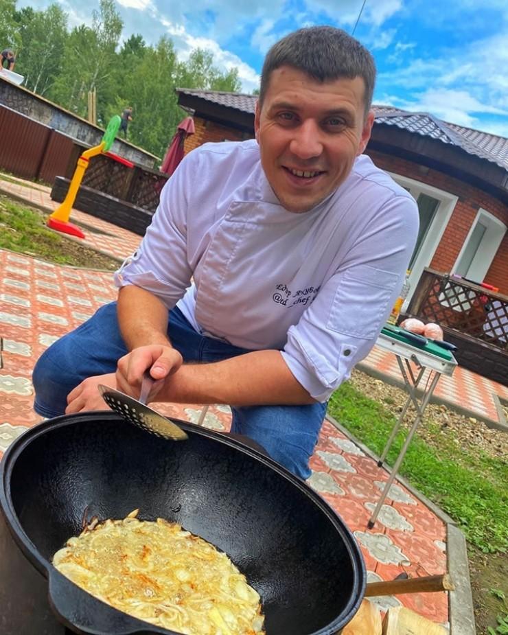 Ёдгор Якубов, шеф-повар из Ангарска, дошел до полуфинала телешоу «Адская кухня» на телеканале «Пятница».