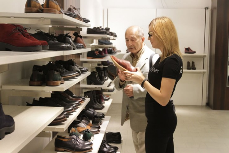 Новая цифровая маркировка на товаре показывает, что обувь произведена законно, ее качество соответствует заявленному