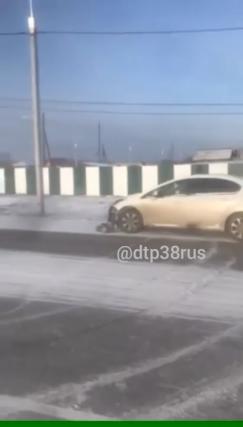 Эта авария произошла 21 ноября на одной из улиц поселка Баяндай в Усть-Ордынском округе. Священник за рулем автомобиля «Пежо» не справился с управлением и протаранил дорожный столб