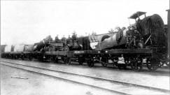 Транспортировка разобранных самолетов на железнодорожных платформах в сторону Иркутска. 1920 год.