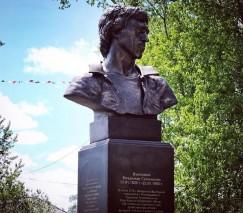 Бюст Владимира Высоцкого в городском саду установлен в память о его незапланированном концерте, который он дал в середине 1970-х для жителей города по пути к саянским золотодобытчикам.