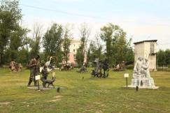 Парк скульптур из бетона в палисаднике городского центра культуры «Русь»
