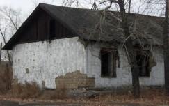 Старые саманные бараки, в которых жили некогда военнопленные, а после и раскулаченные крестьянские семьи, простояли в Шадринке до 2012 года.