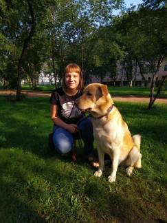 Александра Сергейчук, собаковод с 15-летним стажем: «Примерно 70% владельцев собак, с которыми гуляем мы, исправно убирают за своими питомцами. Хотя еще несколько лет назад с пакетиками на улицу не выходил никто».