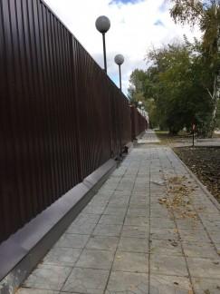 Забор на улице Лыткина в Иркутске перед новым зданием регионального главка МВД. Комментировать не хочется, все и так понятно, остается скорбно молчать и надеяться на лучшее