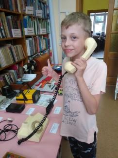 Второклассник Никита Третьяков выставкой ретротехники остался доволен. В особенности ему понравился стационарный телефон.