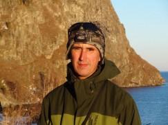 Иркутянин Сергей Лостовецкий — заядлый путешественник, неугомонная душа. Онобходил ногами все вершины Саян, облазил все ущелья, сфотографировал все горы, реки и озера в Иркутской области и за ее пределами. Летом он улетает наШумак, а зимой уходит на Хамар-Дабан. Нам просто повезло — мы застали его вгороде, и он рассказал о своих замечательных родных