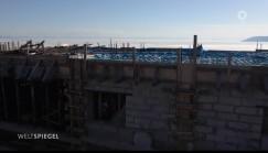 Строительство китайской гостиницы началось прямо  под окнами гостевого дома Андрея Суханова