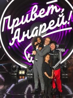 С Андреем Малаховым и внучками  после съёмок передачи