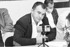 Руководитель фракции КПРФ в Думе Иркутского района Владимир Новосёлов поддержал коллег, пояснив, что законопроект не предполагает даже какой-то налоговой отдачи в бюджет. – Законопроект предполагает особый правовой режим, который позволит изымать земельные участки, объекты недвижимости  без каких-либо демократических процедур. Я просто был в шоке  от того, что даже судебные процедуры не прописаны,  не учитываются мнения администраций, жителей. Это просто какой-то юридический маразм, — говорит он.