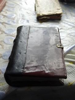 Продолжают сохраняться и использоваться старопечатные книги на церковнославянском языке.