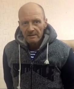 Обвиняемый в изнасиловании двух 12-летних девочек в Хомутово умер, находясь под стражей. О смерти Сергея Шеремета стало известно 25 января. В СКР говорят, что расследование было на завершающей стадии и уже в феврале было бы направлено в суд. Шеремету было предъявлено обвинение по пункту «б» части 4 статьи 131 УК РФ «Изнасилование потерпевшей, не достигшей четырнадцатилетнего возраста», а также пункту «б», части 4, статьи 132 УК РФ «Насильственные действия сексуального характера». В августе 2017 года он освободился из колонии, где отбывал срок за аналогичные преступления. На свободе насильник был менее года, жил со старой знакомой — жительницей Хомутово. Женщина и ее дочь говорили о подозреваемом хорошо. Они долго не могли поверить в случившееся. За что ранее отбывал наказание Шеремет, не знали, думали, что за кражу