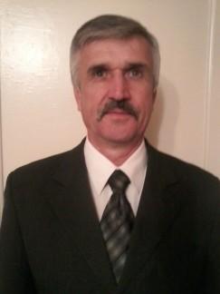 Владимир Фадеев — краевед и публицист из Зимы, занимается восстановлением биографии красного капитана Нестерова. Он уверен, что памятник на могиле был намеренно опрокинут сторонниками белого реванша