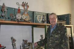 В кабинете Владимира Каликина стоят раритетные макеты тракторных двигателей
