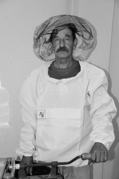Виктор Сереженков занимается пчеловодством больше 20 лет