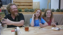 Перед отъездом домой многодетная семья врача из ЮАР Андрэ Руссо на такси совершила поездку из Улан-Удэ в Иркутск. Впечатления от поездки, как они сказали, божественные.