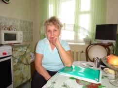 Жительница дома 7д на улице Розы Люксембург в Иркутске Валентина Бархатова: «Мы сейчас в подвешенном состоянии. Если раньше собираемость платежей за услуги ЖКХ по дому составляла 95%, то теперь часть жильцов несут деньги в «Ангару», часть — в «Лидер», а часть перестала платить и ждет, когда кривая куда-нибудь вывезет. Уже год мы получаем двойные квитанции и опасаемся, что окажемся должными «Ангаре», несмотря на то что перешли в «Лидер» и исправно оплачиваем счета»