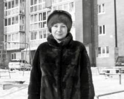 Жительница бывшего дома-призрака на Булавина, 10, Татьяна Борисова отмечает, что ее семья уже получила прописку в их трехкомнатной квартире. «К счастью, особых проблем за все годы, что мы здесь жили без прописки, у нас не было. Например, чтобы отдать ребенка в школу, пришлось взять у застройщика справку о том,  что мы действительно живем в этом доме. Все в курсе нашей ситуации, и поэтому всегда шли навстречу.  А чтобы не таскать тяжелую детскую коляску на пятый этаж, вместе с другими жильцами мы организовали  на первом этаже колясочную», — говорит Татьяна