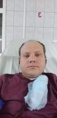 Сейчас Андрей находится на лечении в Иркутской областной больнице. Каждые три дня ему проводят сложную процедуру гемодиализа, однако пока функция почек полностью не восстановлена