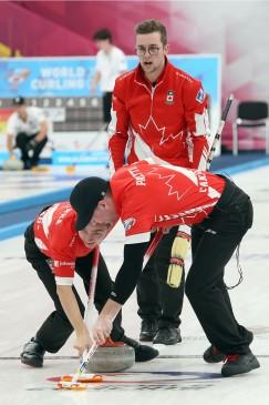 Красноярский лёд оказался счастливым для канадских кёрлингистов