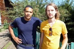Музыканты из Беларуси — Андрусь Такинданг (слева) и Игорь Осидчанка. Поют на белорусском языке. Стиль своей группы определяют как шансон-рок