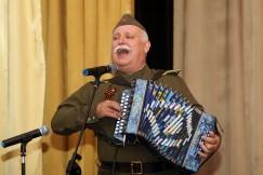 Народный гармонист России Сергей Борискин исполнил песни военных лет