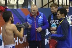 Александр Хаустов со своими воспитанниками — слабослышащими спортсменами