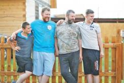 Сильная половина семейства Хмелевых (слева направо): Михаил, Павел, Василий Павлович, Иван.