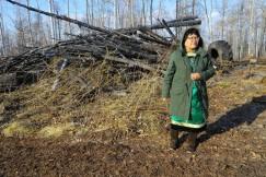 Несколько лет назад Елена Манжинова вернулась в улус, восстановила старинный родовой дом.