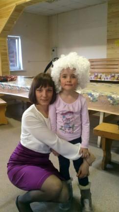 На фото — жестоко убитые в ноябре 2015 года Алена и Даша Черниговы, мать  и ее семилетняя дочь. В доме еще находилась младшая девочка — двухмесячная Анечка. Малышку злоумышленники не тронули
