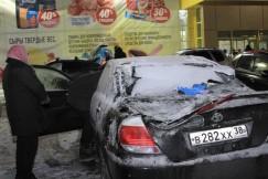 Разбитая «Тойота-Камри» — единственная машина в семье. Пострадавшие рассказали, что их внук сейчас лежит в больнице и они даже не представляют, как смогут обходиться без машины.