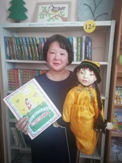 Жанна Озонова с пятого класса начала осваивать библиотечное дело. Она прививает детям любовь к книгам и родному краю.