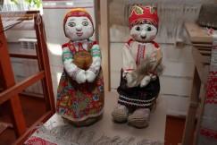 Своих кукол и их наряды Любовь Ванцай шьёт только вручную