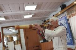 Трубы на изюбря мастер изготавливает по подобию старинных тофаларских из дерева, и охотники не раз подтверждали – берестяные тоже работают
