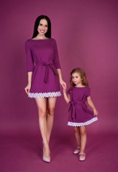 Кристина Бережнева вместе со своей четырехлетней моделью Аделью Гудаускас демонстрирует один из фасонов платьев для тулунских девочек.