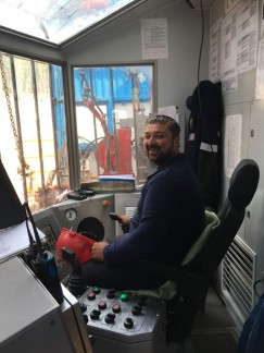 Современная кабина бурильщика  похожа на центр управления полетами космических кораблей.