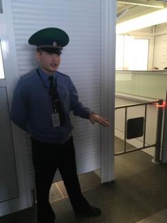 Сергей Чапченко: «Наши сотрудники стараются максимально быстро проверять документы, чтобы не создавалось очередей».
