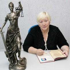 Валентина Каверзина, председатель коллегии «Лига сибирских адвокатов» адвокатской палаты Иркутской области. Ее опыт особенно полезен и ценен, потому что она работала и следователем и прокурором, и знает проблему применения смертной казни и отношения к ней с разных сторон