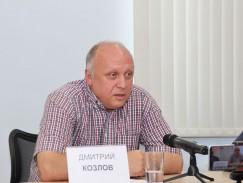 Дмитрий Козлов: «Кобзев часто использует идею, что через его близость к федеральным фигурам в Иркутскую область придут какие-то блага, деньги, которых область была лишена. В реальности деньги, которые получают регионы, — это вопрос компетенций регионального правительства по участию в федеральных программах».