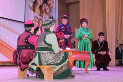 Любовь Ханхасаева подготовила при участии земляков целое театральное представление
