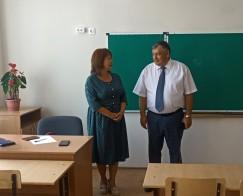 Анатолий Прокопьев проверил состояние классов и познакомился с преподавателями